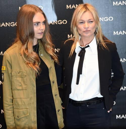 Cara Delevingne e Kate Moss a Milano, folla in delirio 12