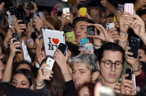 Cara Delevingne e Kate Moss a Milano, folla in delirio 11