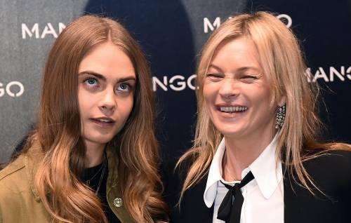 Cara Delevingne e Kate Moss a Milano, folla in delirio 15
