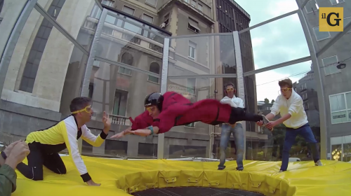 Così ho volato come un paracadutista in centro a Milano