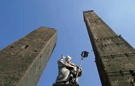 Bologna scivola sull'acronimo: adesso è in un mare di Cacca
