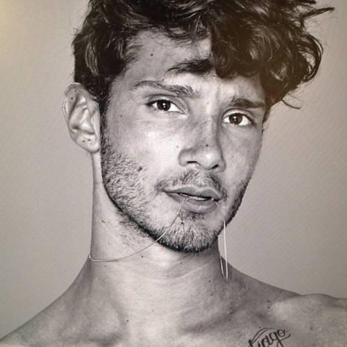 Stefano De Martino cede al ritocchino: si è rifatto le orecchie 11