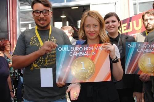 """Roma, al via la tre giorni di Fdi Meloni: """"Qui non usiamo l'euro"""""""