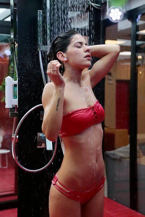 Sexy doccia al Grande Fratello 2