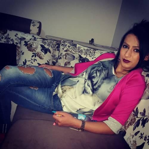 Enki Bracaj, sexy presentatrice 8