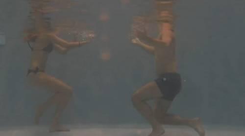 Grande Fratello 14, baci e nudi bollenti nell'idromassaggio 13