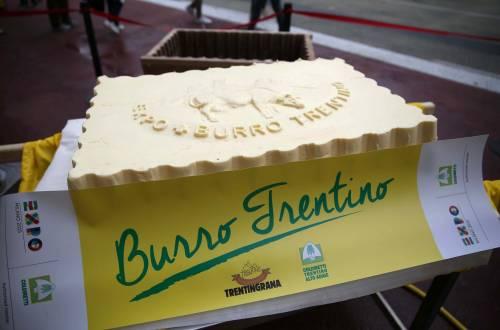 Il Trentino mette in scena il burro più grande del mondo: 100 chili