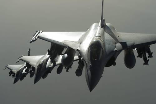 "Raid francesi su Raqqa. I social si scatenano: ""Distruggeteli"""