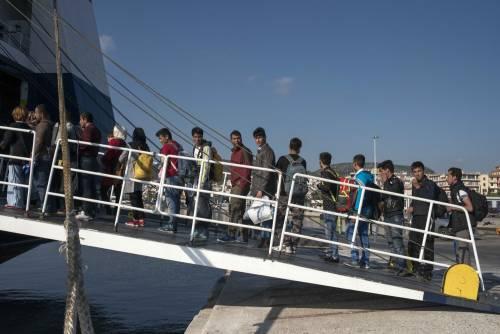 Profughi, la beffa delle quote:  dall'Italia all'estero solo 90 migranti in un mese