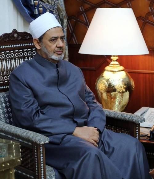 """Attacco a Parigi, l'imam del Cairo: """"Terrorismo? Islam è innocente"""""""