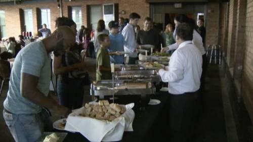 Sacramento: scaricata sull'altare, pranzo nuziale ai senzatetto