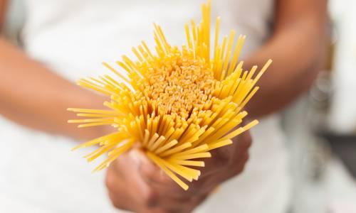 Host celebra la pasta italiana, pizza da campioni e disfida dei cocktail