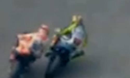 La fotosequenza dello scontro tra Rossi e Marquez 4
