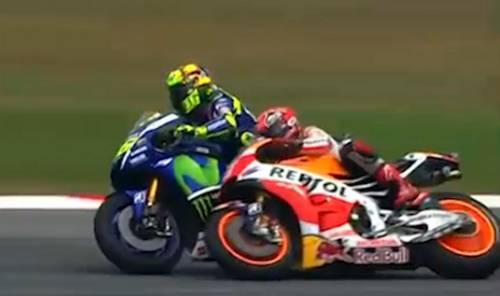 La fotosequenza dello scontro tra Rossi e Marquez 8