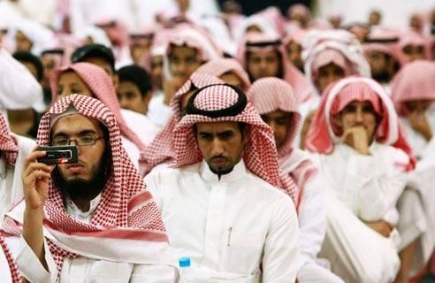 """Arabia Saudita, attore in manette. """"Si faceva selfie con le donne su Fb"""""""