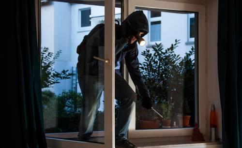 """Lo Stato getta la spugna: """"Ladri? Chiudetevi in casa"""""""