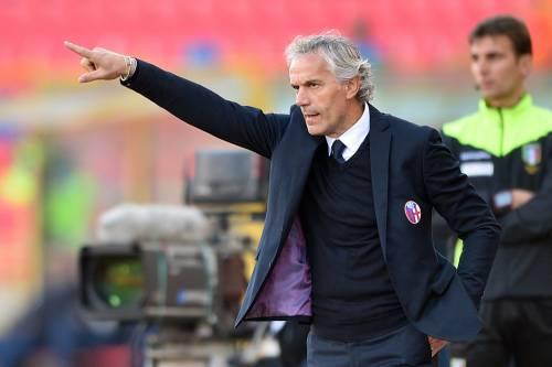 """I tifosi del Bologna scaricano Donadoni: """"Ci stai stretto, pagaci il biglietto"""""""