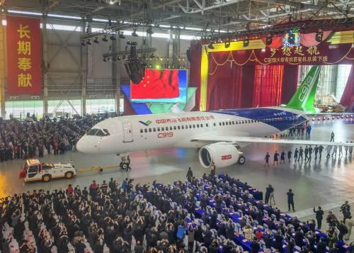 Da oggi la Cina ha un suo aereo di linea 4
