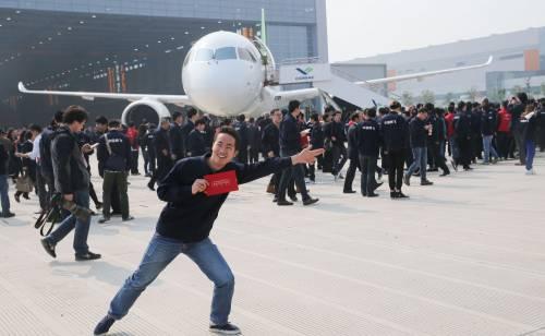 Da oggi la Cina ha un suo aereo di linea 10