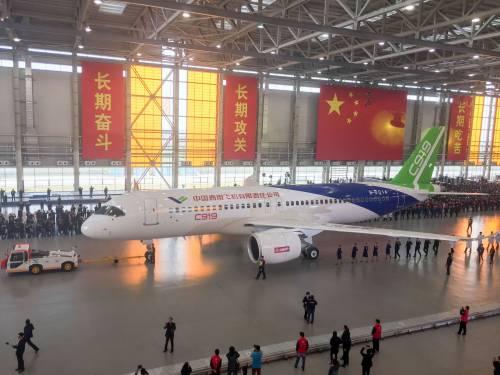 Da oggi la Cina ha un suo aereo di linea 3