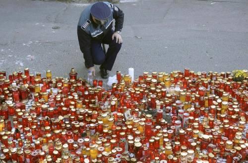 Bucarest, il dolore per le vittime 1