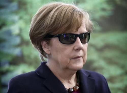 Una coppia di profughi chiama la figlia Angela Merkel