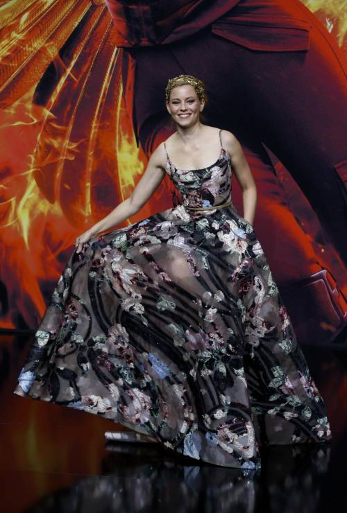 Hunger Games: protagoniste senza reggiseno a Berlino 9