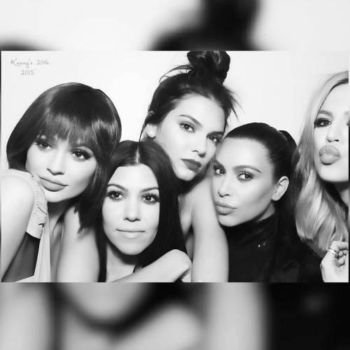 Khloé Kardashian a Los Angeles senza reggiseno 8