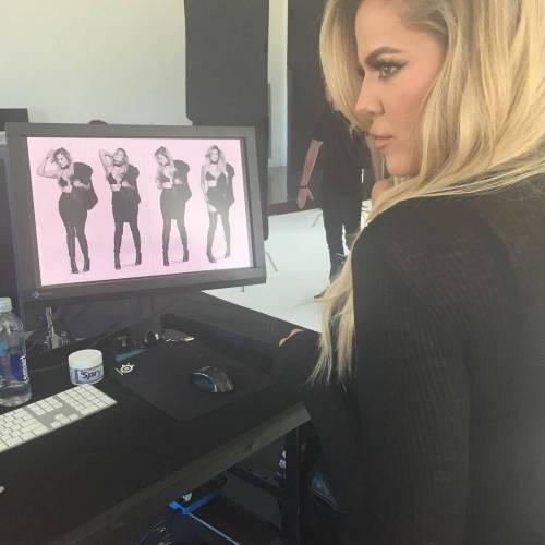 Khloé Kardashian a Los Angeles senza reggiseno 10