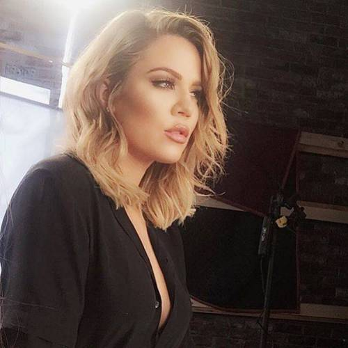 Khloé Kardashian a Los Angeles senza reggiseno 9