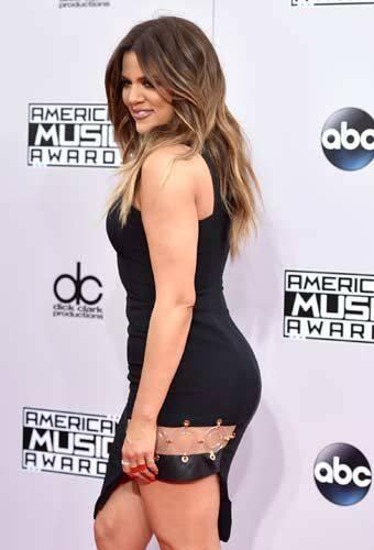 Khloé Kardashian a Los Angeles senza reggiseno 15