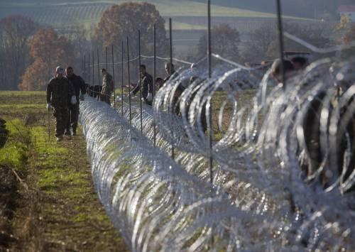 La Slovenia alza il muro 3
