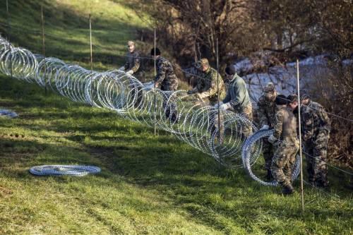 La Slovenia alza il muro 6