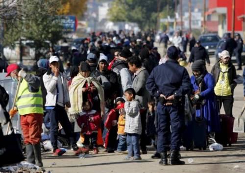 """La proteste dei migranti: """"Vogliamo soldi e la wifi"""""""
