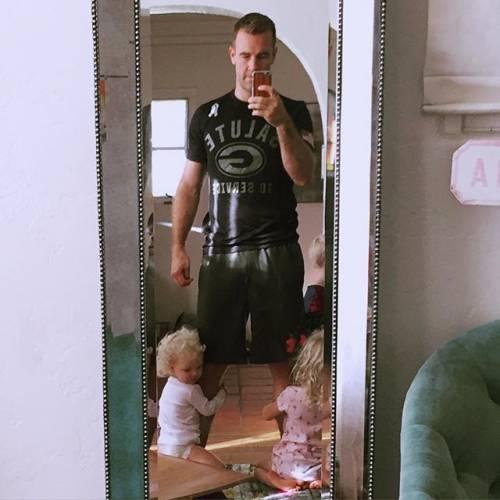 James e Kimberly Van Der Beek: foto di famiglia in attesa del quarto figlio 9
