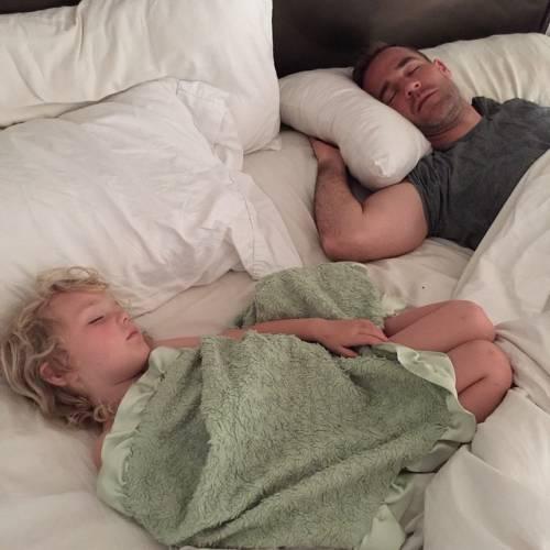 James e Kimberly Van Der Beek: foto di famiglia in attesa del quarto figlio 16
