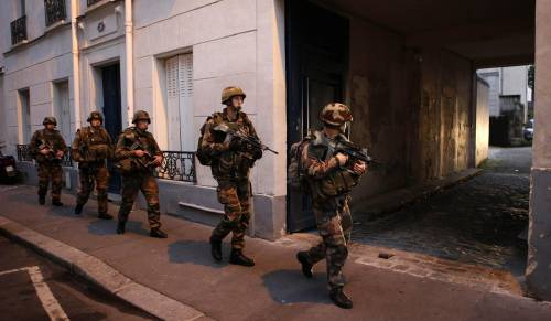 Parigi, blitz delle forze armate  2