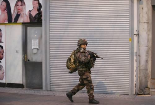 Parigi, blitz delle forze armate  7