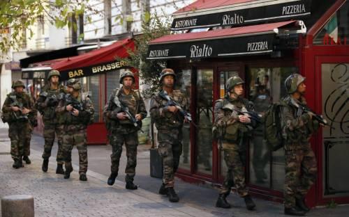 Parigi, blitz delle forze armate  9
