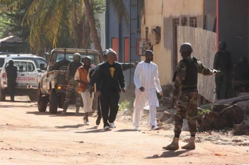 Jihadisti in un hotel in Mali 9