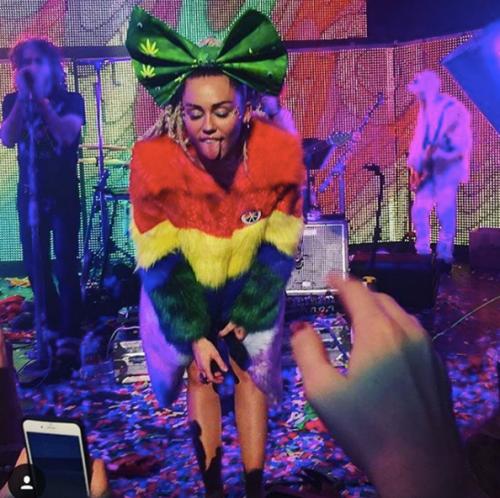 Miley Cyrus sempre più sexy in tour 7