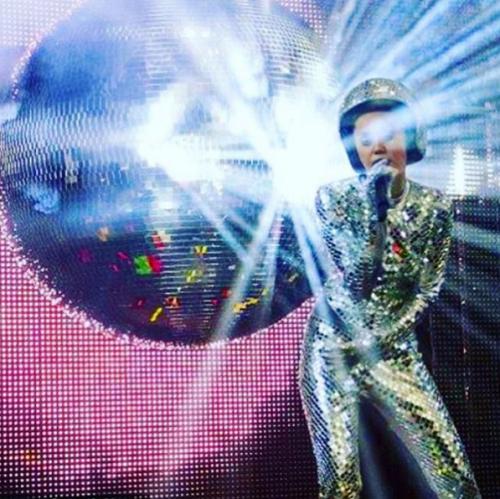 Miley Cyrus sempre più sexy in tour 25
