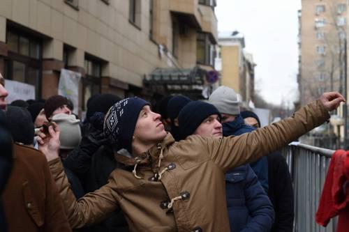 Mosca, sassi e uova contro l'ambasciata turca 3