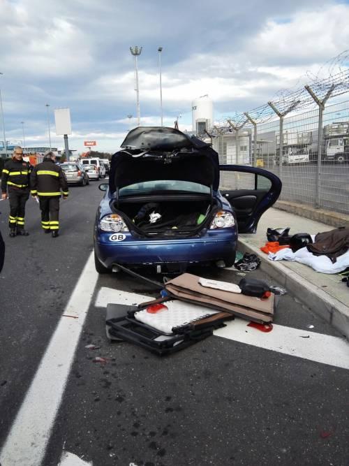 Allarme bomba a Fiumicino: fatta esplodere una Jaguar