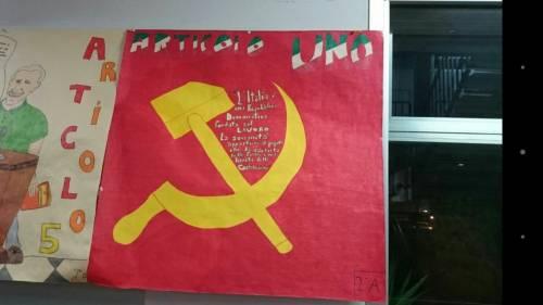 La spiaggia in Calabria inneggia al comunismo. Ma nessuno fa polemica