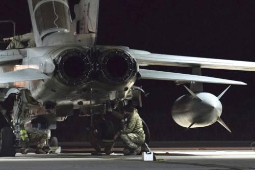 Tornado della Raf bombardano i giacimenti petroliferi dell'Isis