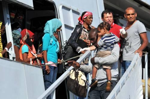 Clandestini, espulsioni farsa: due su tre restano in Italia