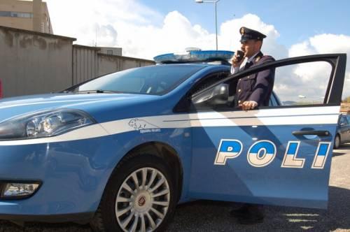 Così Renzi beffa i poliziotti: gli 80 euro solo per il 2016