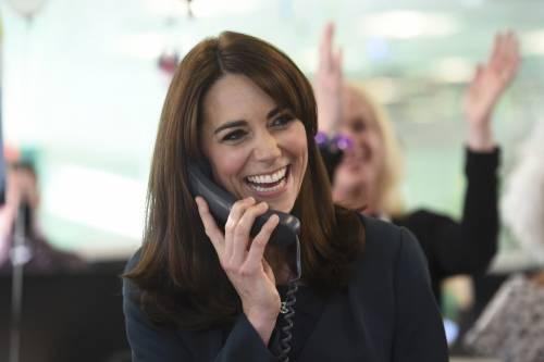 """Kate Middleton """"flirta"""" al telefono. A fin di bene 8"""