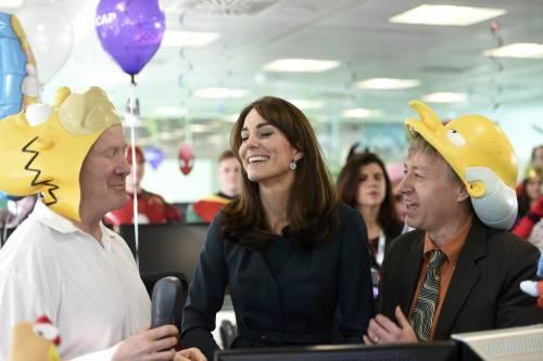 """Kate Middleton """"flirta"""" al telefono. A fin di bene 10"""